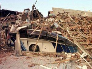 Deprem Pakistan'da 3 bin ev yıktı 19 bin kişi evsiz